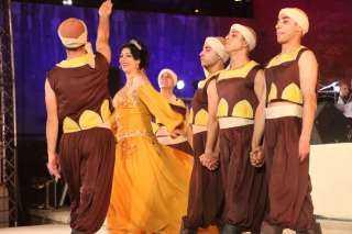 بالفيديو ...النجم العماني إدريس رحبي يغني مصري هندي