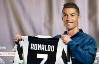 رونالدو يخوض المباراة رقم 1000 .